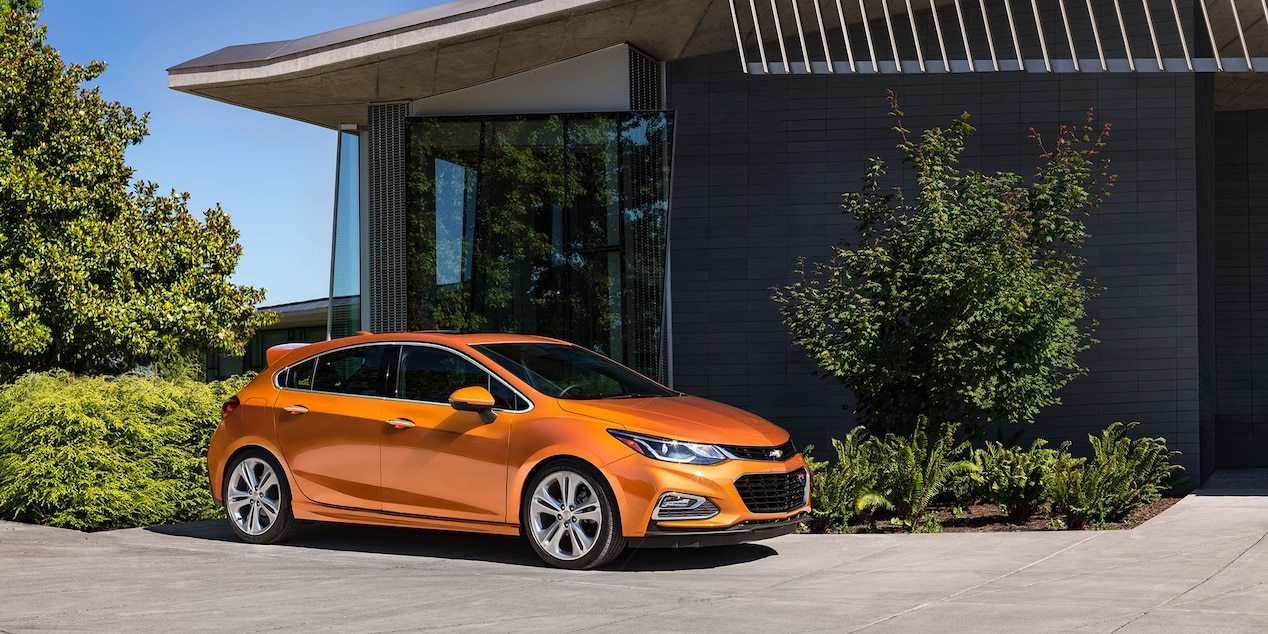 Chevrolet Cruze Hatchback 1 8 Lt Hatchback Vs Hyundai