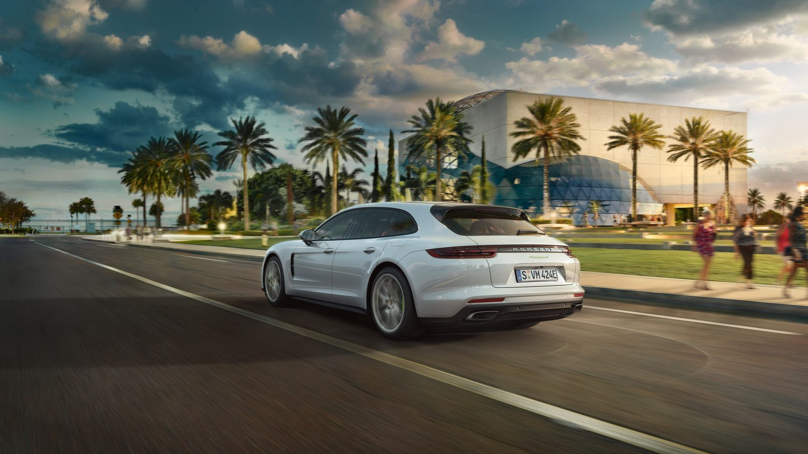 2017 porsche panamera 4 e hybrid price in uae specs review in dubai abu dhabi sharjah