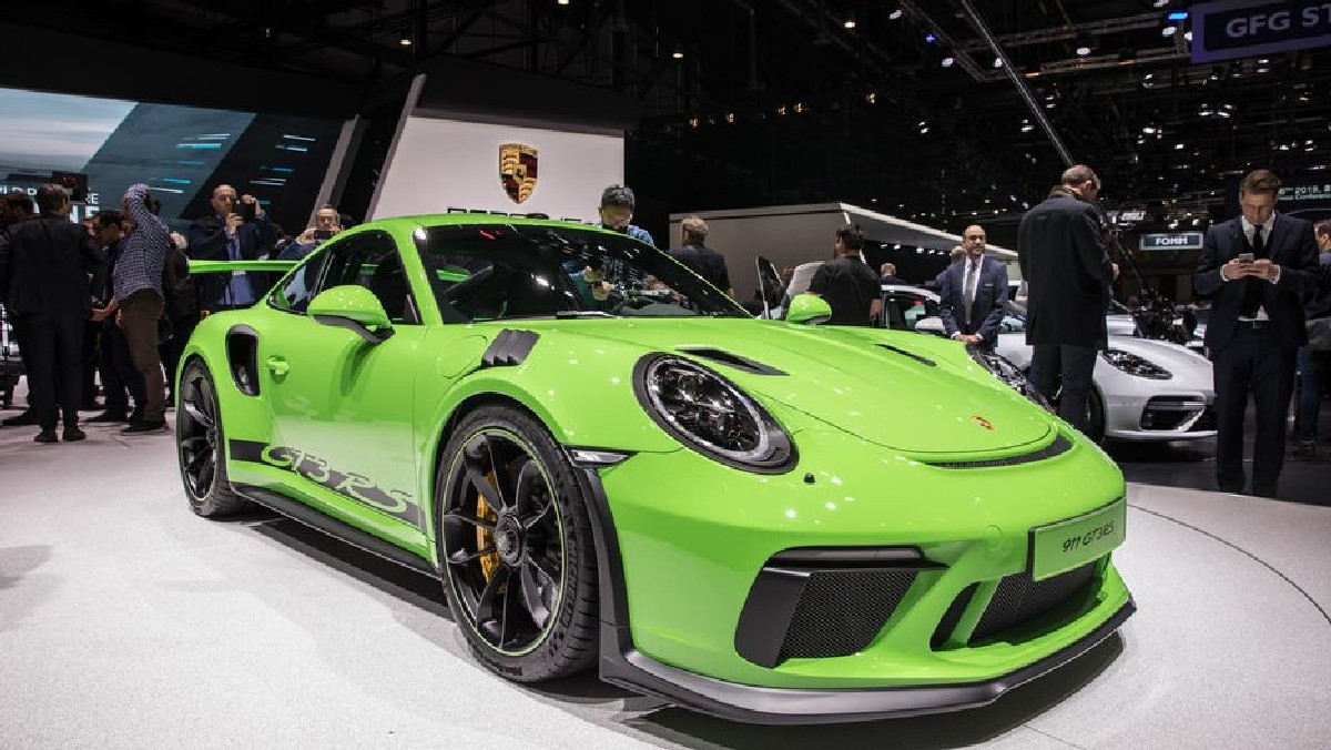 Gims 2018 Porsche 911 Gt3 Rs Gets New Tricks For 2019
